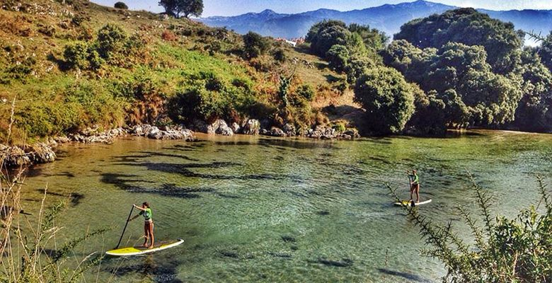 Stand up paddle en la playa de Poo (Llanes)