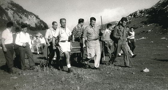 José Ramón Lueje and other mountaineers in Picos de Europa.
