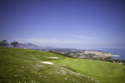 Campo de golf con vistas al mar