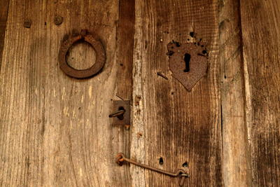 Typical detail of a raised granary lock